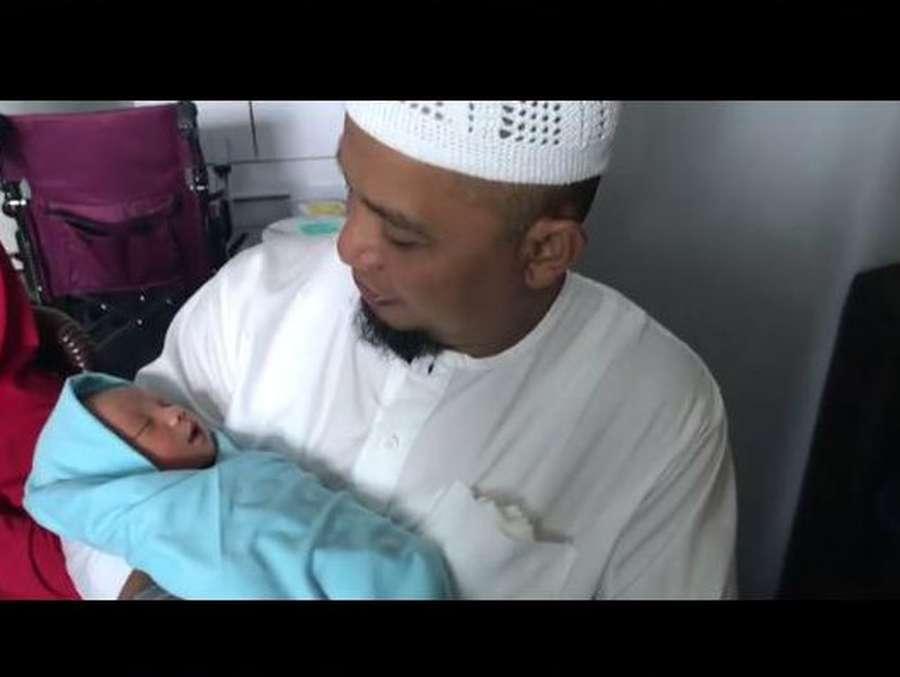 Gemas, Menengok Bayi Laki-laki Buah Cinta Alvin Faiz-Larissa Chou