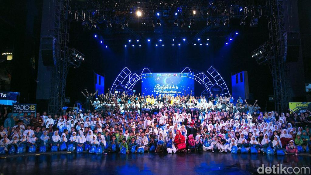 500 Anak Yatim Buka Puasa Bersama di Trans Studio Bandung