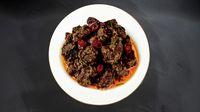 Rendang khas Minang yang jadi makanan terenak di dunia.