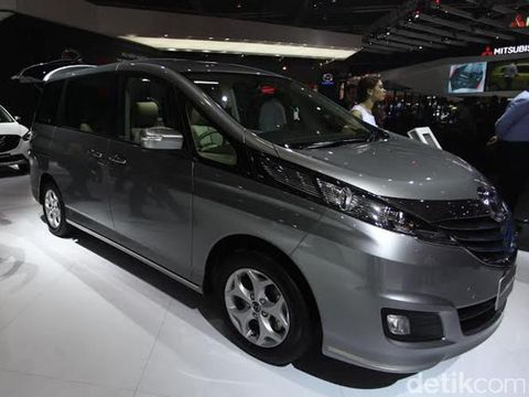 Dian Sastro Suka Mobil MPV Besar