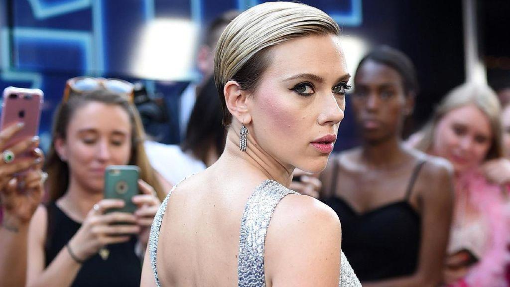 Scarlett Johansson dan Colin Jost Nikah Tahun Depan?