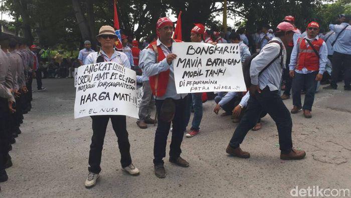 Awak Mobil Tangki Pertamina Demo di Plumpang. Foto: Michael Agustinus/detikFinance