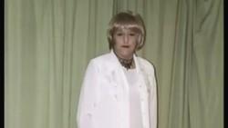 Perjalanan Christine Beynon menjadi seorang perempuan memakan waktu hingga 11 tahun. Ia mendokumentasikan perubahannya itu dalam rangkaian foto.
