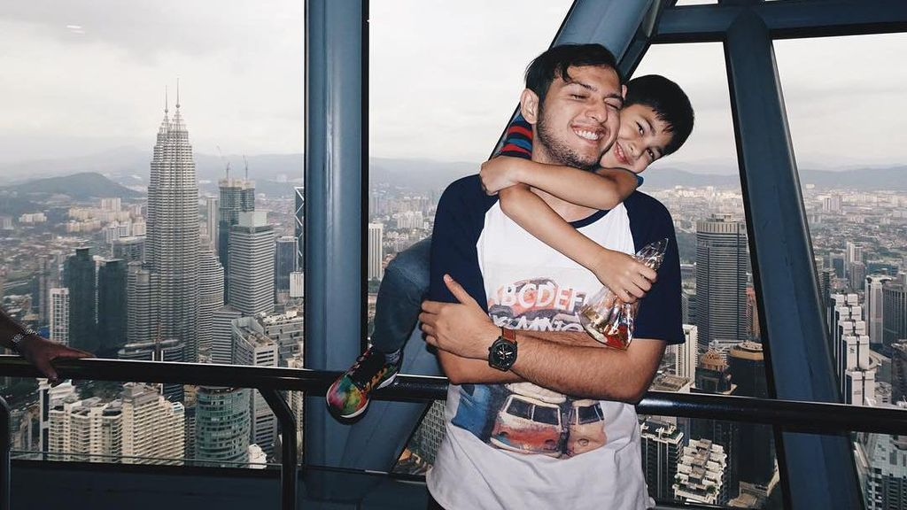 Selamat Hari Ayah! Ini Foto Kedekatan Duda Keren Indonesia Bareng Anak
