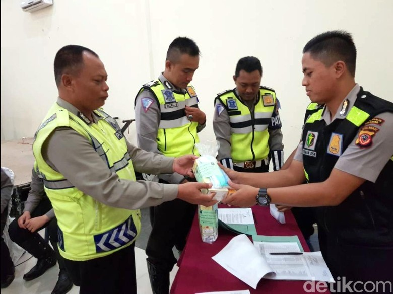 Petugas Gabungan Jaga Jalur Mudik dan Wisata di Sukabumi