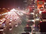 GT Karawang Barat 2 Ditutup, Tol Jakarta-Cikampek Macet 15 Km