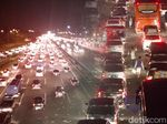 Tol Jakarta-Cikampek Macet Parah Mulai dari Cawang