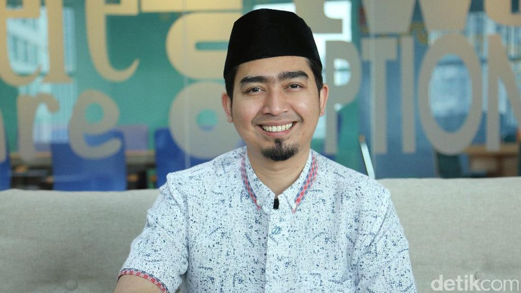 Ustad Solmed Video Call Cewek Lain, Netizen: Tercium Bau Poligami