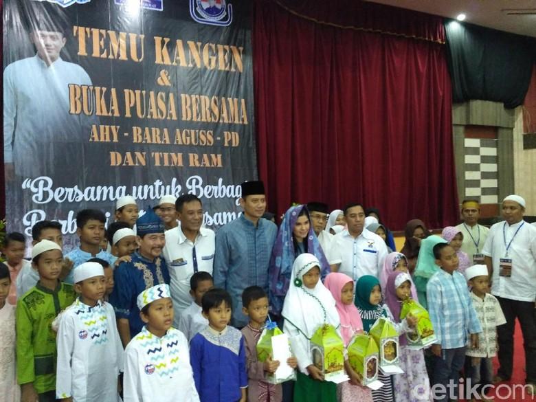 Lihat Foto di Backdrop, Agus Yudhoyono Teringat Masa Kampanye