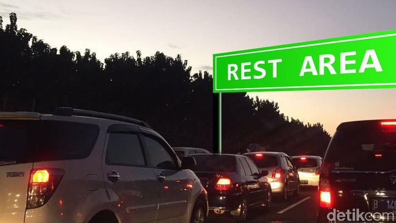Hingga Dini Hari, Tol Jakarta-Cikampek Padat 6 Km di Long Weekend
