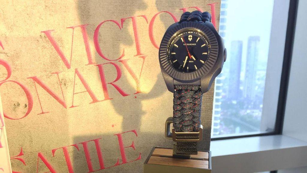 INOX V, Jam Tangan Wanita yang Tahan Beban Hingga 8 Ton