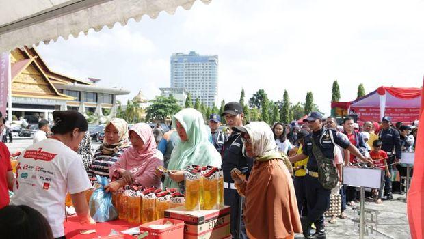 Sinar Mas salurkan minyak goreng murah di Riau