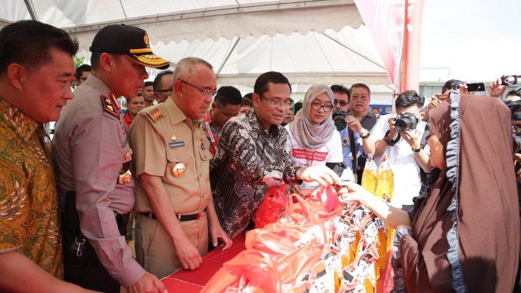 Sinar Mas Salurkan 15 Ribu Liter Minyak Goreng Murah di Riau