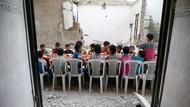 Warga Suriah Bukber di Tengah Reruntuhan Bangunan
