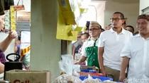 Blusukan ke Pasar Cipete, Sandiaga Cek Harga Sembako