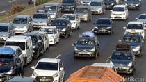 Kondisi Hujan, Tol Jakarta-Tangerang Arah Tomang Macet 15 Km