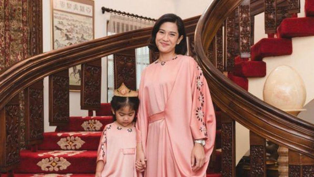 Inspirasi Tampil Berbaju Kembar Bareng Anak ala Selebriti Saat Lebaran