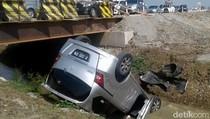 Sopir Ngantuk, Honda Freed Nyemplung Sungai di Pemalang