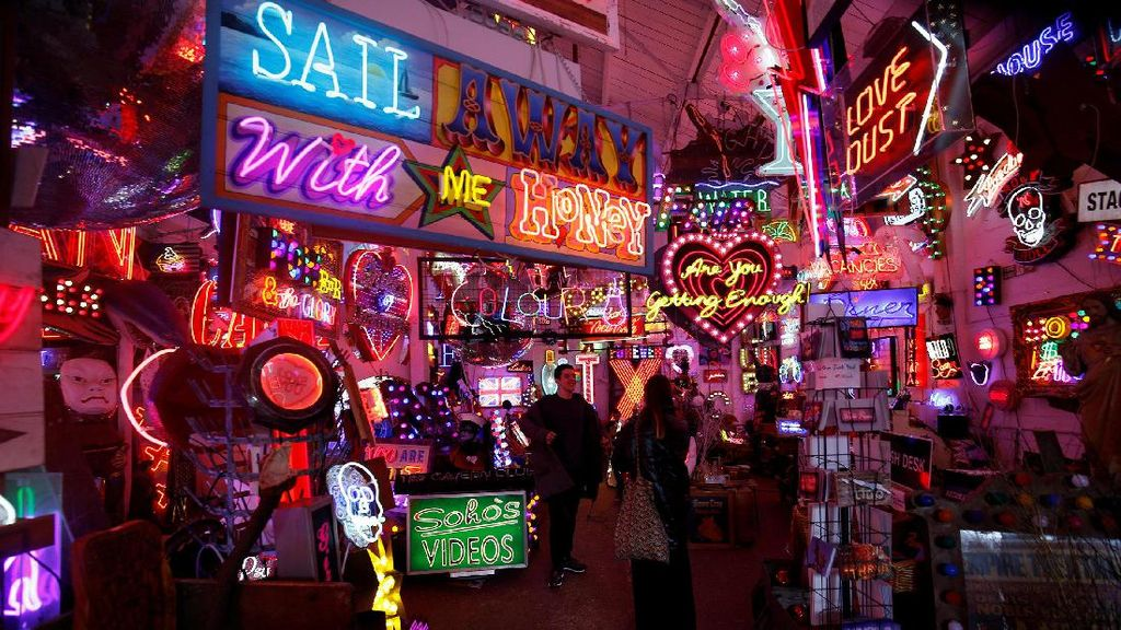 Instagrammable! Kumpulan Lampu Neon Bar dan Resto di London