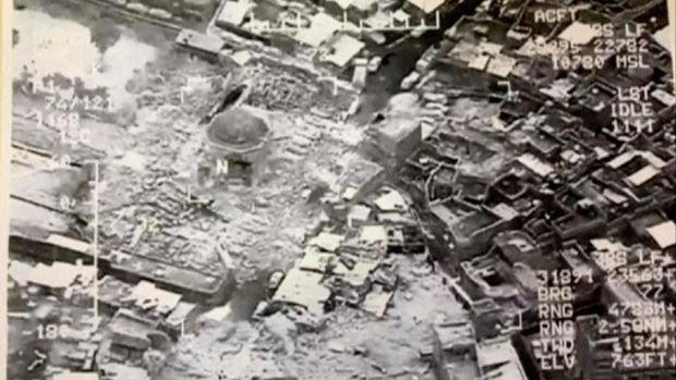 Foto dari udara menunjukkan masjid Al-Nuri dan menara Al-Hadba tinggal puing