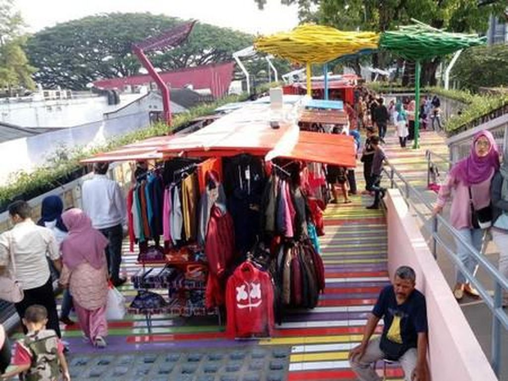 Foto: Pulang kampung ke Bandung, bisa main ke Taman Sejarah (Avitia/detikTravel)