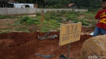 Sopir Ngantuk, Gran Max Tabrak Batu Besar di Tol Darurat Batang