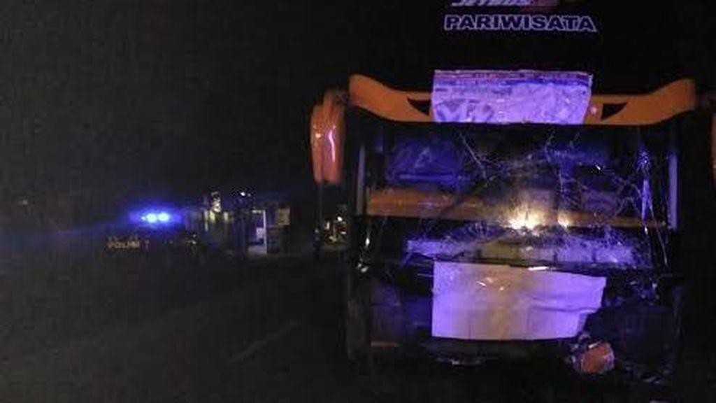 Mobil Avanza Tabrak Bus Rombongan Pemudik, 6 Orang Tewas