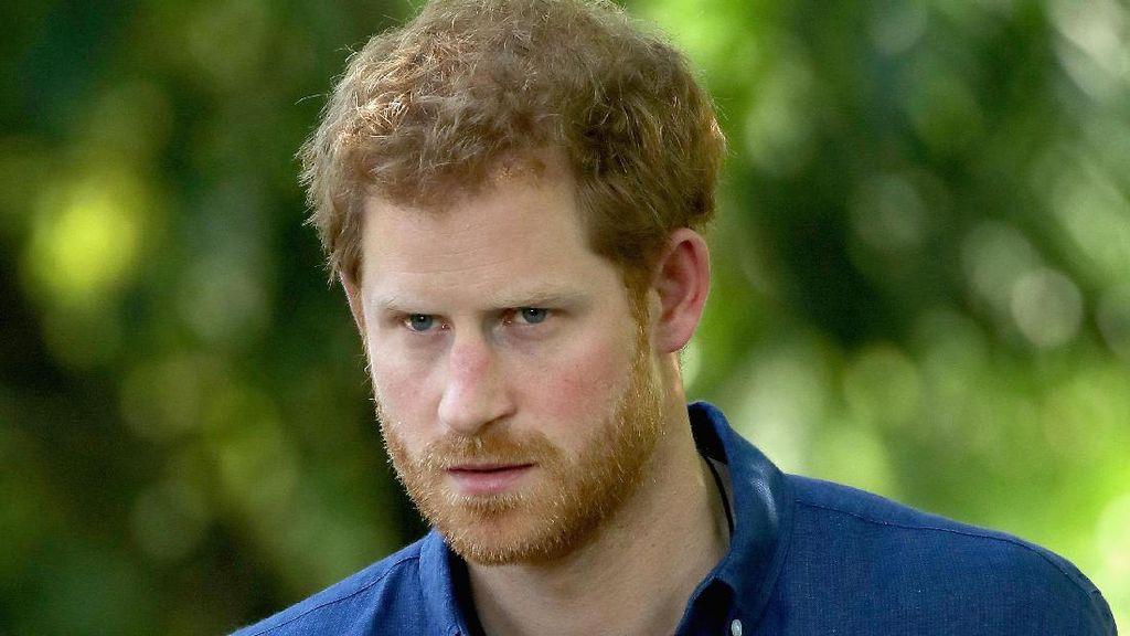 Pasca Umumkan Pertunangan, Pangeran Harry Hadiri Acara Gereja Bareng Mantan