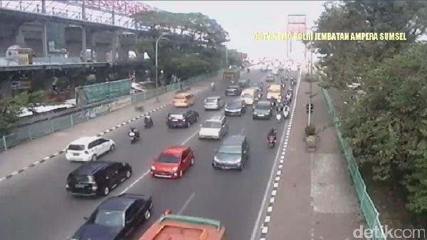Traffic Update: Puncak ke Jakarta Macet, Jembatan Ampera Ramai Lancar
