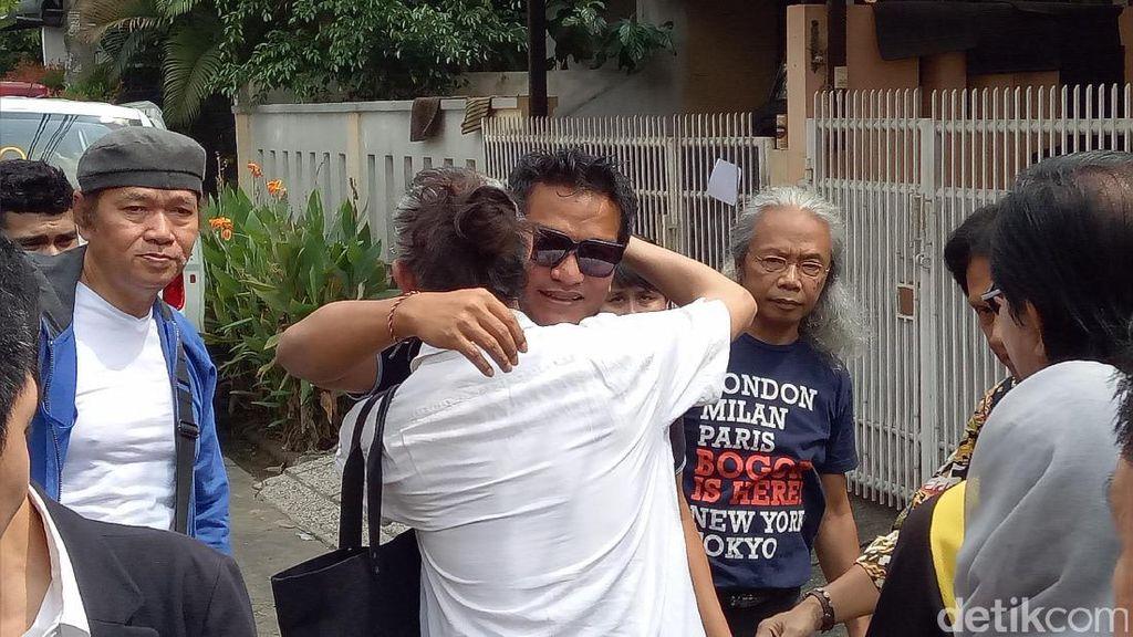 Suasana Duka Menyelimuti Mira dan Indra Lesmana