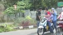 Viral di Medsos Pria Tendang dan Pukul Pemotor yang Bonceng Anak