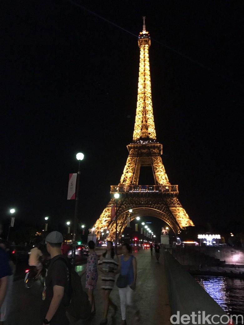 Menara eiffel dipadamkan demi somalia cahaya menara eiffel dipadamkan demi somalia thecheapjerseys Images