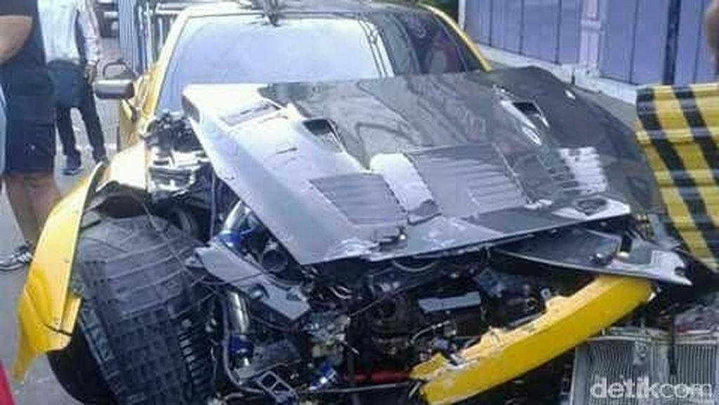 Nissan GT-R Modifikasi Tabrak Trotoar di Solo
