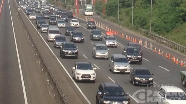 Ada Proyek Tol Jakarta Cikampek II, Pengguna Jalan Harap Waspada