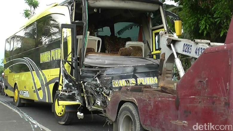 Tabrakan Bus dengan Truk di Pemalang, 2 Tewas 6 Luka