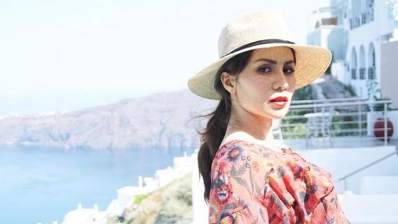 Foto: Momo Geisha bulan madu di Santorini, Yunani (therealmomogeisha/Instagram)
