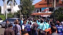 Tuntut THR, Massa Juru Parkir Datangi Kantor UP Perparkiran DKI