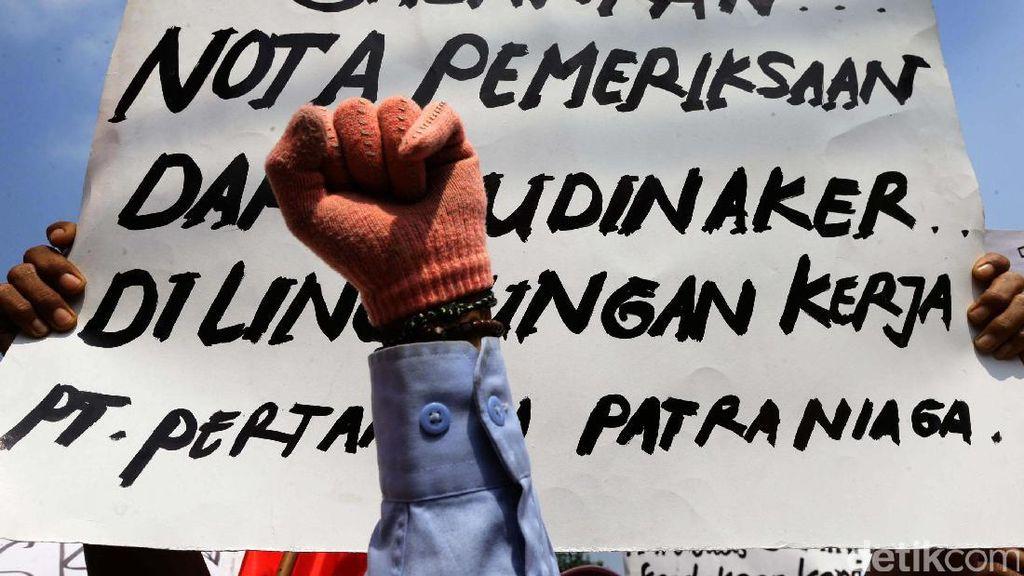 Sopir Tangki Pertamina Demo Tolak Outsourcing