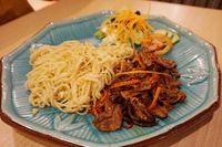 Garlic ramen dengan paduan Australian beef.
