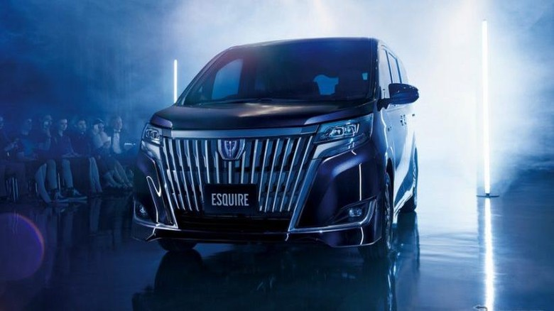 Toyota Segarkan Tampang MPV Noah, Esquire dan Voxy