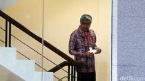 Gubernur Sultra Nur Alam Diperiksa Sebagai Tersangka