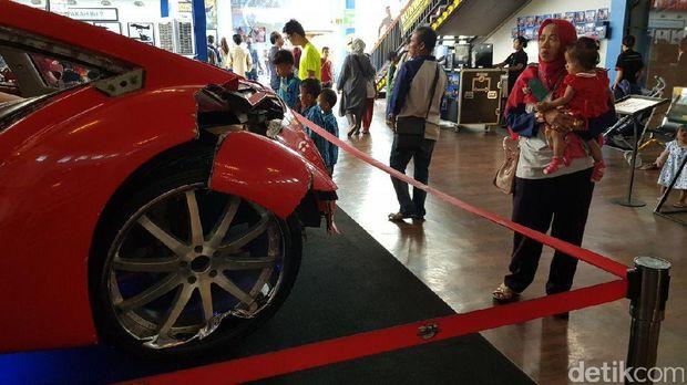Wisatawan banyak yang penasaran soal mobil ini (Budi Sugiharto/detikTravel)