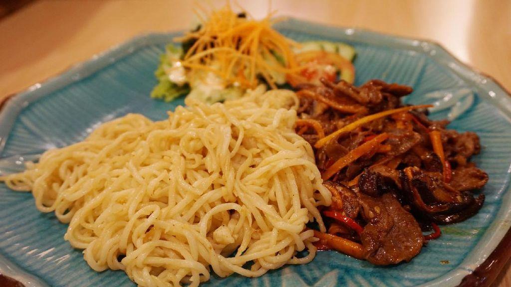 Hanei Sushi: Mantap! Garlic Ramen dengan Irisan Australian Beef yang Juicy