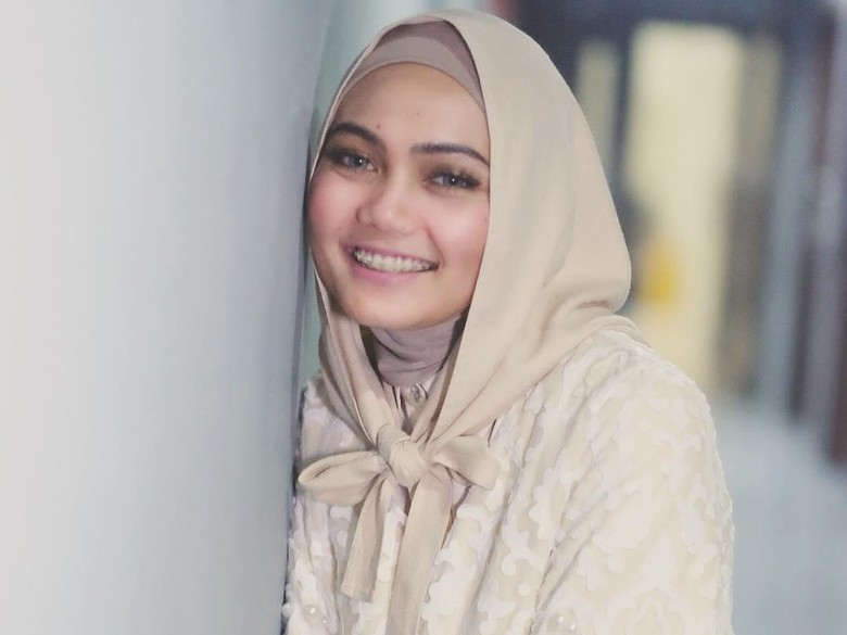 Uus Komentari Rina Nose Buka Hijab, Netizen Menyerang