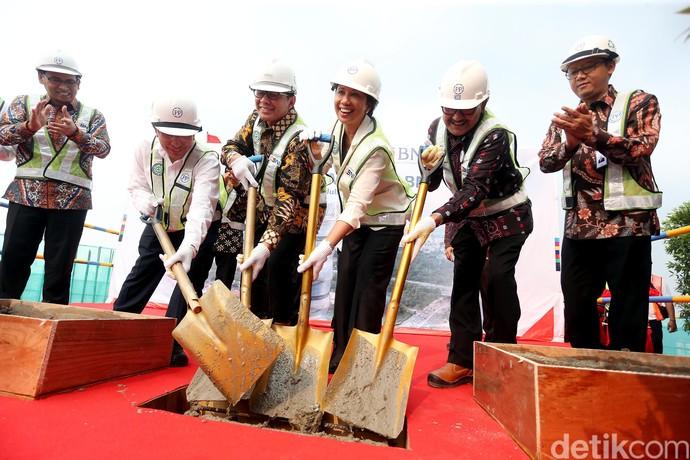 Menteri Rini Lakukan Topping Off Pembangunan Menara BNI