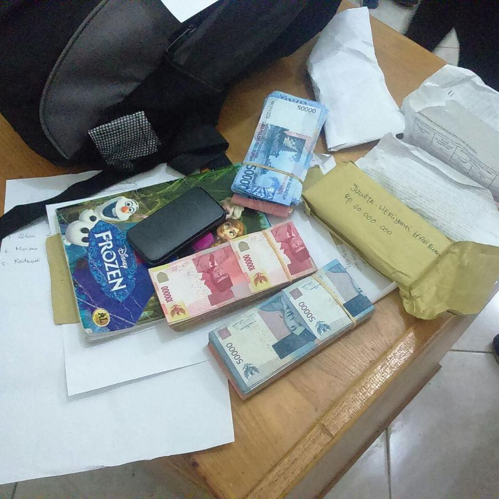 Tim Saber Pungli Polres Banyuwangi Tangkap Kades Pemeras