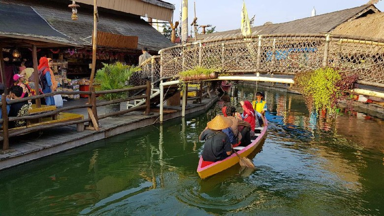 Foto: Pasar Apung di Museum Angkut, Batu (Budi Sugiharto/detikTravel)