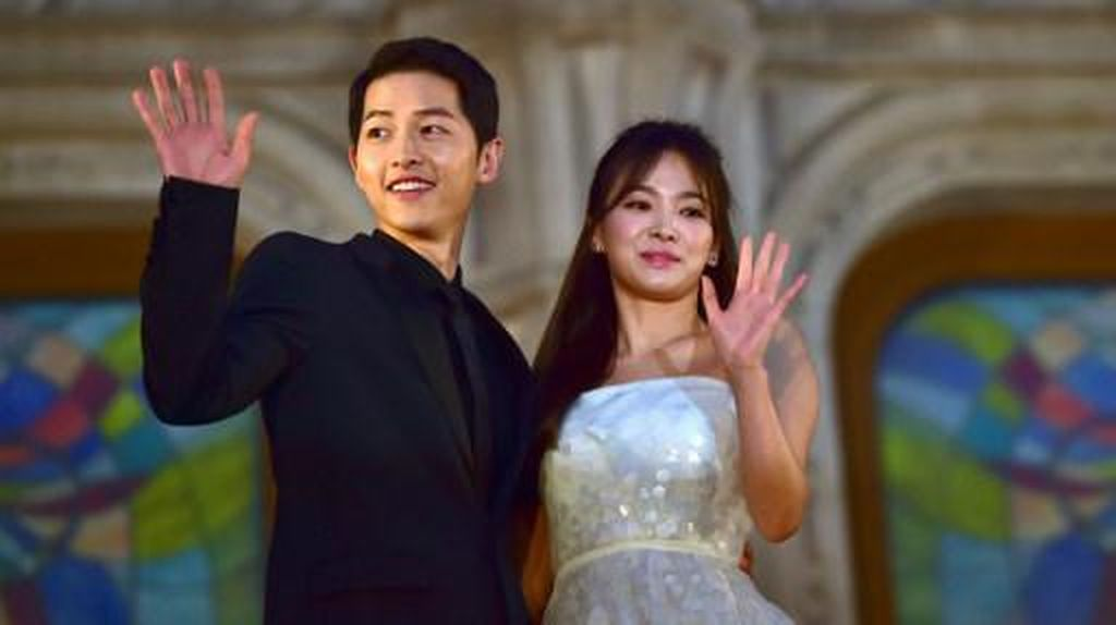 Dari Sekian Pria yang Dekati Song Hye Kyo, Cuma Joong Ki yang Tak Merokok