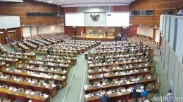 Paripurna DPR Restui Wimboh Cs Pimpin OJK Periode 2017-2022
