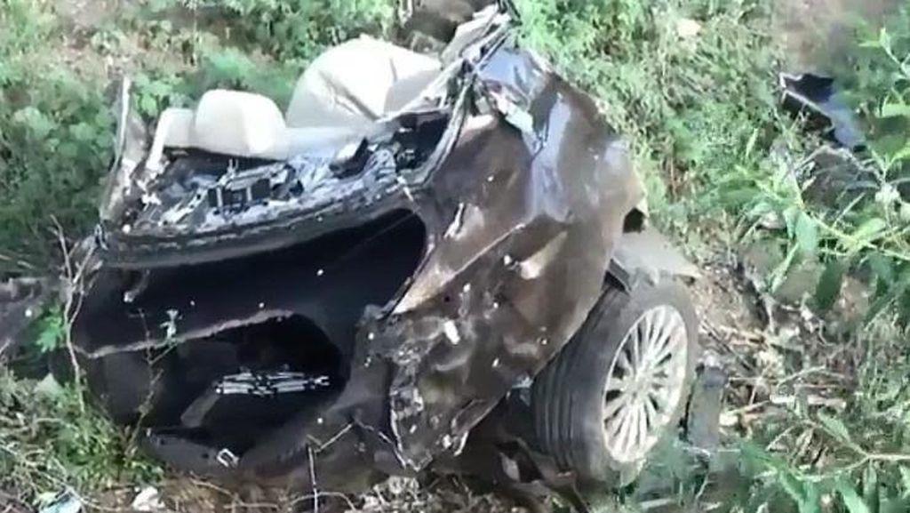 Ngeri, Kecelakaan di Kecepatan Tinggi, Mobil Sampai Terbelah